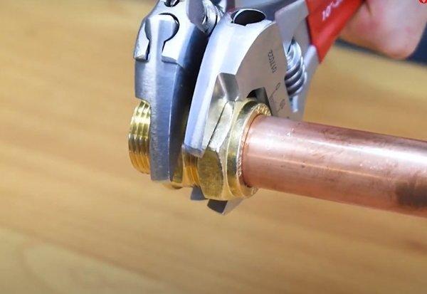Klucz nastawny bardzo lekki z cienkimi szczękami 8'' VIRAX 017021
